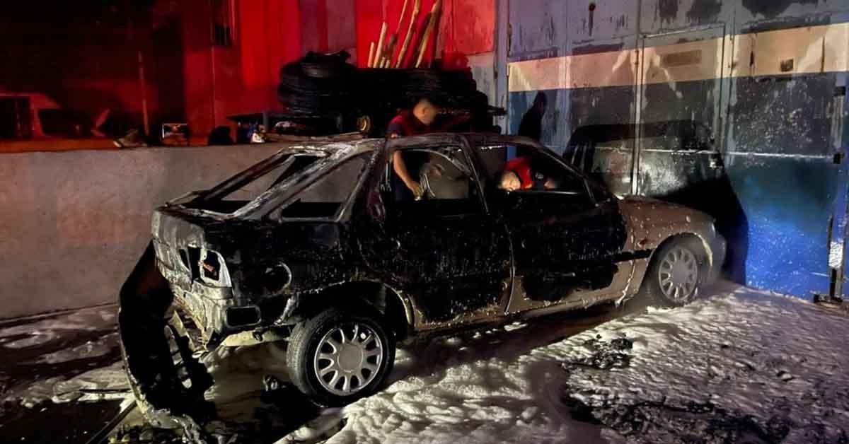 Şanlıurfa'da park halindeki otomobil küle döndü
