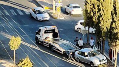 Photo of Şanlıurfa'da otomobil refüje çıktı